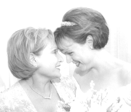 WED3_Bride and her Mother.jpg (41067 bytes)